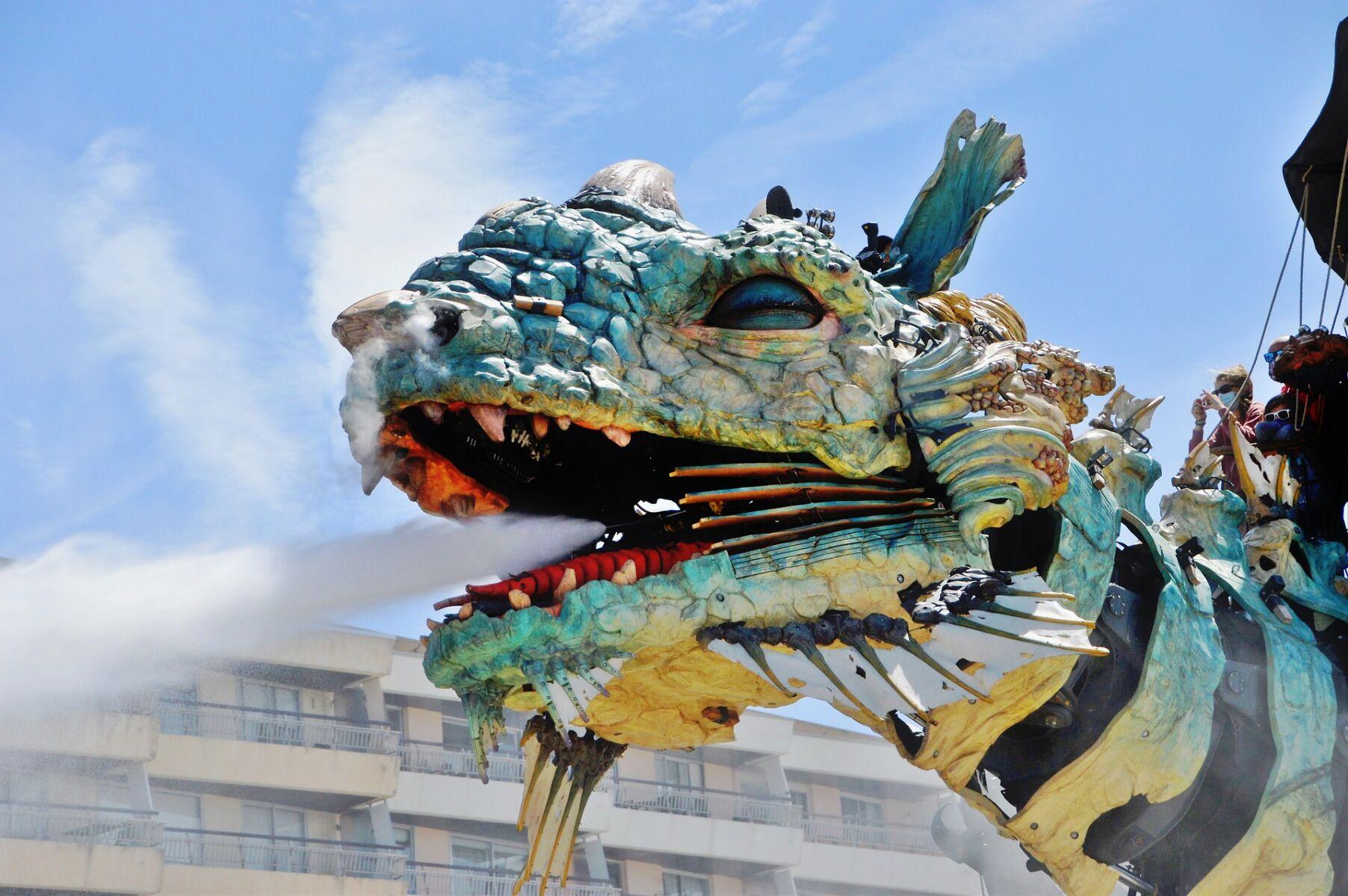 Dragon de Calais offrant les promenades